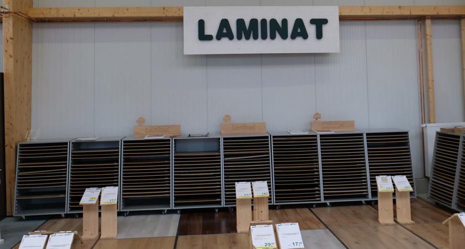 Auswahl an Laminatböden in der Ausstellung von Holz-Wiegand in Würzburg.
