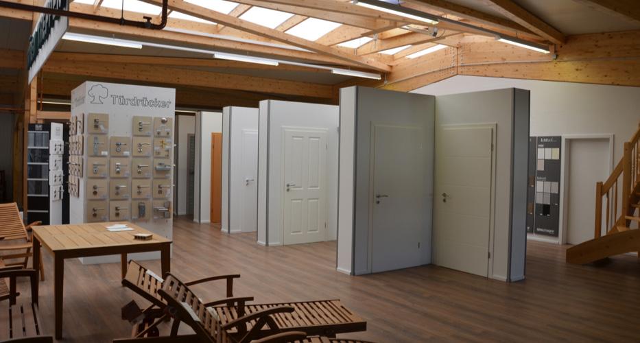 Innentüren in der Ausstellung von Holz-Wiegand in Würzburg.