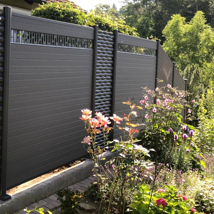 WPC-Sichtschutzzaun in Hanglage - Holz-Wiegand